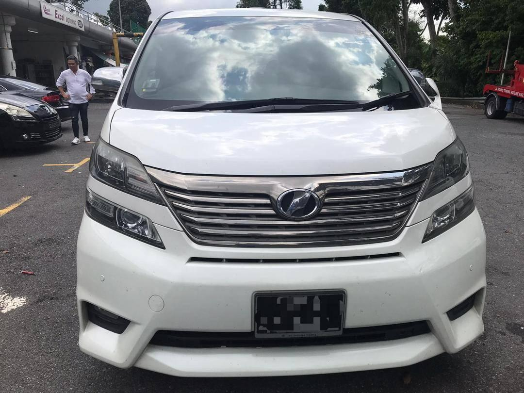 Toyota Vellfire Review